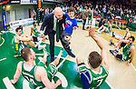 S&ouml;dert&auml;lje 2015-04-10 Basket SM-Semifinal 5 S&ouml;dert&auml;lje Kings - Sundsvall Dragons :  <br /> S&ouml;dert&auml;lje Kings tr&auml;nare headcoach coach Vedran Bosnic med sitt barn som g&ouml;r high five med S&ouml;dert&auml;lje Kings spelare efter matchen mellan S&ouml;dert&auml;lje Kings och Sundsvall Dragons <br /> (Foto: Kenta J&ouml;nsson) Nyckelord:  S&ouml;dert&auml;lje Kings SBBK T&auml;ljehallen Sundsvall Dragons jubel gl&auml;dje lycka glad happy