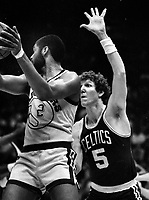 Warriors Joe Barry Carroll guarded by Celtics Bill Walton....(1986 photo/Ron Riesterer)