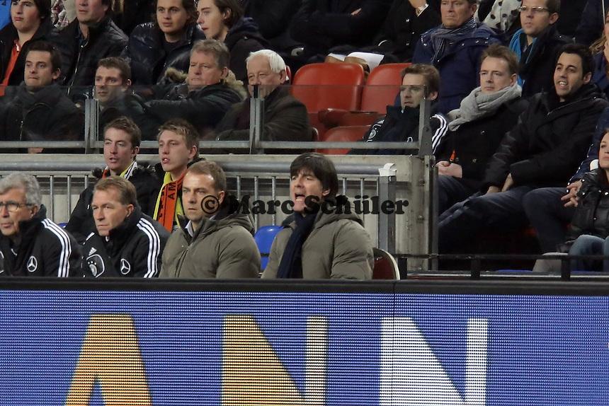 Bundestrainer Joachim Loew (D) regt sich auf