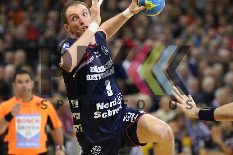 Flensburg, 02.12.15, Sport, Handball, DKB Handball Bundesliga, Saison 2015/2016, SG Flensburg-Handewitt-Rhein-Neckar L&ouml;wen : Holger Glandorf (SG Flensburg-Handewitt, #09)<br /> <br /> Foto &copy; PIX-Sportfotos *** Foto ist honorarpflichtig! *** Auf Anfrage in hoeherer Qualitaet/Aufloesung. Belegexemplar erbeten. Veroeffentlichung ausschliesslich fuer journalistisch-publizistische Zwecke. For editorial use only.
