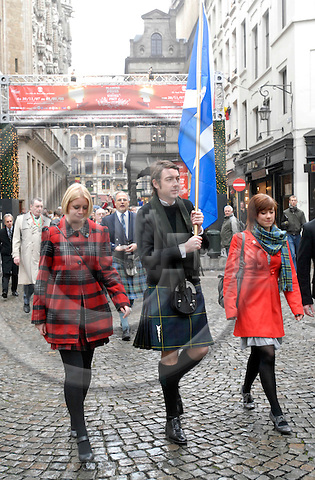 BRUSSELS - BELGIUM - 30 NOVEMBER 2007 -- Scots celebrating the dressing up of Mannenken Pis into a Scottish outfit. Evette WILSON (Le) and Nicola MOFFATT (Ri, red coat) the designers of the kilt.  -- PHOTO:  Thierry Charlier / EUP-IMAGES