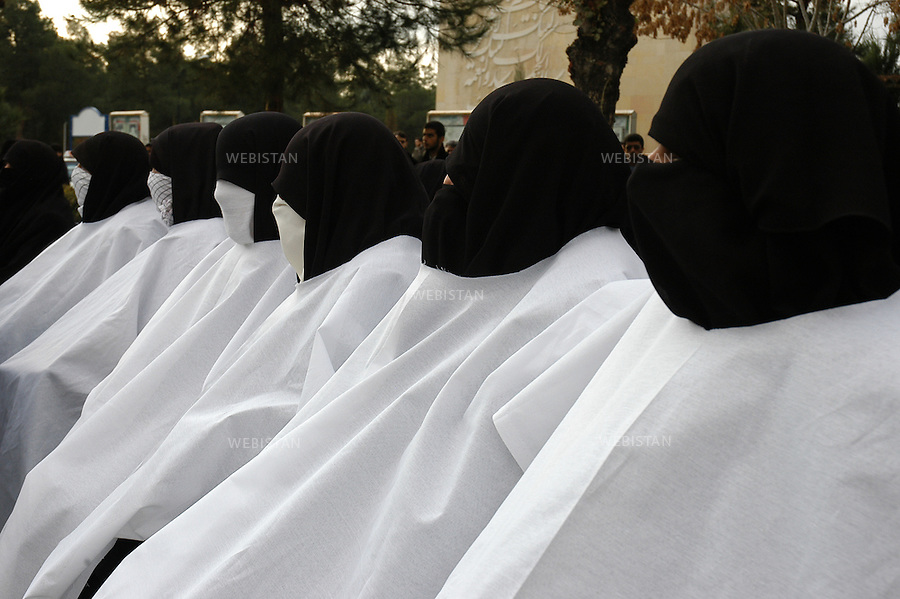 "2004..Women kamikaze candidates entirely veiled during the meeting of ""Commemorating Martyrs of the Global Islamic Movement"" in the Behesht-e-Zahra cemetery...Candidates kamikazes complètement voilée lors du meeting du groupe ""Commemorating Martyrs of the Global Islamic Movement"" dans le cimetière Behesht-e-Zahra."