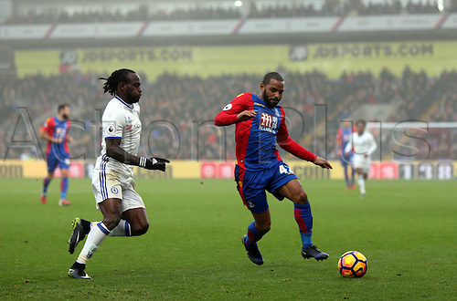 17.12.2016. Selhurst Park, London, England. Premier League Football. Crystal Palace versus Chelsea. Victor Moses closes in on Jason Puncheon