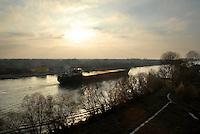 ROMANIA, 7.12.2006, Crisan, Delta of Danube..Sulina Canal was built in 1856 for the movement of cargo ships from the Black Sea and the industrial city of Galati. It is now a major source of pollution for the biosphère reserve..ROUMANIE, 7.12.2006, Crisan, Delta du Danube..Le canal de Sulina a été aménagé dès 1856 pour la circulation des navires de marchandises entre la mer Noire et le complexe industriel de la ville de Galati. Il est aujourd'hui une source majeure de pollution pour la réserve biosphère..© Bruno Cogez / Est&Ost Photography...