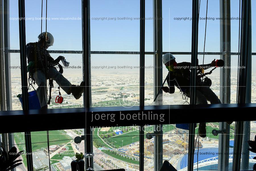QATAR, Doha, sportspark at Khalifa International Stadium for FIFA world cup 2022, Filipino migrant worker work as window cleaner at Aspire tower / KATAR, Doha, Fussballfelder und Sportpark am Khalifa International Stadium fuer die  FIFA Fussballweltmeisterschaft 2022, philippinische Gastarbeiter arbeiten als Fensterreiniger am Aspire Tower