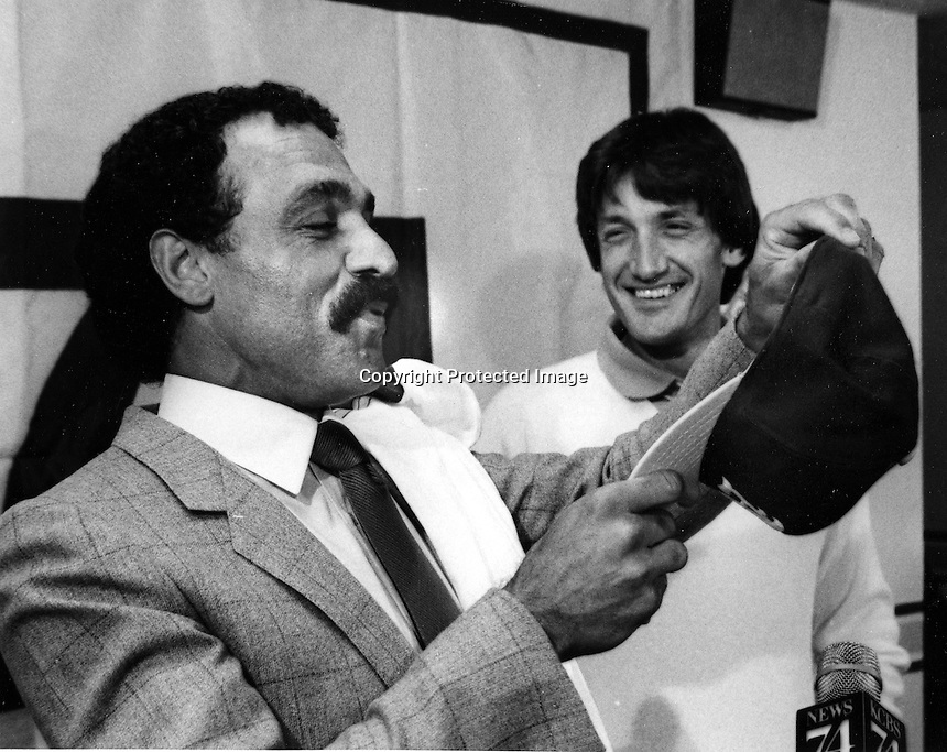 Oakland Athletics sign Davey Lopes,with  A's President Roy Eisenhardt (1982 photo/Ron Riesterer)