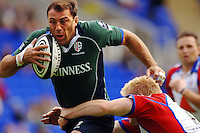 2005/06 Guinness Premiership Rugby, London Irish vs Bristol Rugby; Exiles Keiron Dawson, carries the ball on a attacking run through the centre.  Madejski Stadium, Reading, ENGLAND 24.09.2005   © Peter Spurrier/Intersport Images - email images@intersport-images..