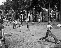 Hochelaga. Parc Morgan. 1956. VM94-A0074-004.Archives de la Ville de Montréal