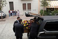 Milano, Italia.<br /> Agenzia di pompe funebri.<br /> Milan, Italy.<br /> Funeral service agency.