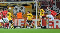 Fussball, 2. Bundesliga, Saison 2011/12, SG Dynamo Dresden - Eintracht Frankfurt, Montag (26.09.11), gluecksgas Stadion, Dresden. Frankfurts Theofanis Gekas (re.) erziehlt das das Tor zum 1:1.