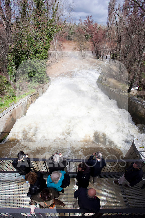 People watching the flood of Pisuerga river in Valladolid. Heavy rains during the last month have provoked the rise of the water level, a record in the last years. Small villages have suffered floods in their houses and roads. March 30, 2013 (Victor J Blanco/Alterphotos)
