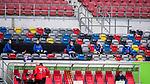 nph00351: Fussball, 1. Bundesliga, Saison 19/20, 26. Spieltag, Fortuna Düsseldorf - FC Paderborn 07, 16.05.2020:<br /> Paderborner Ersatzspieler mit Sicherheitsabstand <br />  <br /> <br /> Nur für journalistische Zwecke! Only for editorial use!<br /> <br /> Gemäß den Vorgaben der DFL Deutsche Fußball Liga ist es untersagt, in dem Stadion und/oder vom Spiel angefertigte Fotoaufnahmen in Form von Sequenzbildern und/oder videoähnlichen Fotostrecken zu verwerten bzw. verwerten zu lassen. DFL regulations prohibit any use of photographs as image sequences and/or quasi-video. <br /> <br /> Foto: Moritz Müller/Pool / via Meuter/nordphoto