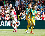 Nederland, Amsterdam, 30 augustus 2015<br /> Eredivisie<br /> Seizoen 2015-2016<br /> Ajax-ADO Den Haag<br /> Davy Klaassen (l.), aanvoerder van Ajax balt een vuist en viert samen met Anwar El Ghazi van Ajax de 2-0. Rechts Tom Beugelsdijk en Aaron Meijers van ADO Den Haag.