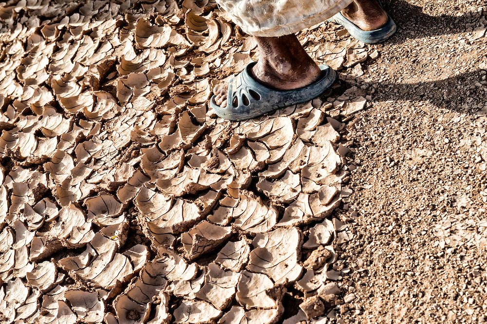 Old Frei Sandals Photography Feet In Dry Desert EarthRosa On Mans TlF13JKc