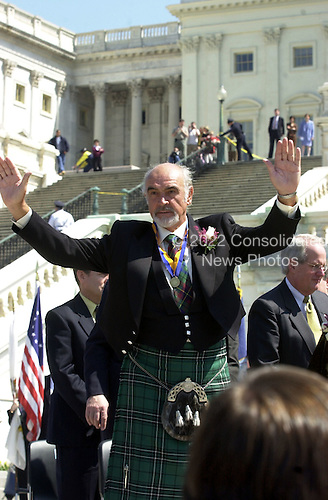 Sir Sean Connery acknowledges the applause after receiving the American-Scottish Foundation's William Wallace Award at the United States Capitol in Washington, D.C. April 5, 2001.  Connery received the award as part of the National Tartan Day Capitol ceremony..Credit: Ron Sachs / CNP