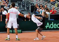 15-09-12, Netherlands, Amsterdam, Tennis, Daviscup Netherlands-Suisse, Doubles, A ballgirl hands Jean-Julian Rojer  a towel