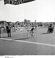 14/7/1959. Tour de France 1959. Brian Robinson.<br /> Credit: Offside / L'Equipe. COPYRIGHT WARNING : THIS IMAGE IS RIGHTS MANAGED AND THE COPYRIGHT MAY SIT WITH A THIRD PARTY PLEASE CONTACT simon@swpix.com BEFORE DOWNLOAD AND OR USE