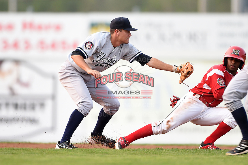 Staten Island Yankees second baseman Ty McFarland (14) tags out Mason Davis (7) in a run down during a game against the Batavia Muckdogs on August 7, 2014 at Dwyer Stadium in Batavia, New York.  Staten Island defeated Batavia 2-1.  (Mike Janes/Four Seam Images)