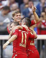 ATENCAO EDITOR IMAGEM EMBARGADA PARA VEICULO INTERNACIONAL - MUNIQUE, ALEMANHA, 06 OUTUBRO DE 2012 - CAMP. ALEMAO - BAYERN DE MUNIQUE X HOFFENHEIM - Toni Kross (de frente) jogador do Bayern de Munique comera gol durante partida contra o Hoffenheim pela setima rodada do Campeonato Alemao em Munique na Alemanha, neste sabado ,06. (FOTO: PIXATHLON / BRAZIL PHOTO PRESS)