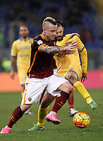 Calcio, Serie A: Roma vs Frosinone. Roma, stadio Olimpico, 30 gennaio 2016.<br /> Roma's Radja Nainggolan, left, is challenged by Frosinone's Paolo Sammarco during the Italian Serie A football match between Roma and Frosinone at Rome's Olympic stadium, 30 January 2016.<br /> UPDATE IMAGES PRESS/Isabella Bonotto