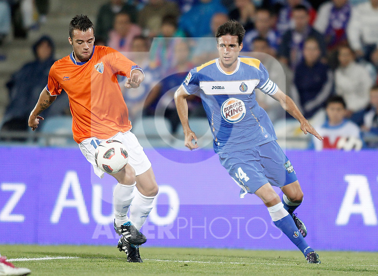 Getafe's Manu del Moral against Malaga's Javier Malagueño during La liga match. September 23, 2010. (ALTERPHOTOS/Alvaro Hernandez).