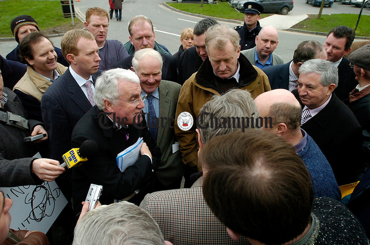 Minister for the Environment and Local Government Dick Roche is met by IFA farming representatives on his arrival to Ennis on Friday last. Photograph by John Kelly.