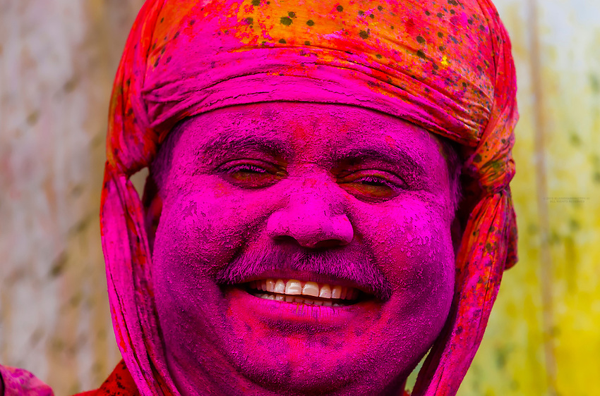 Lathmar Holi (Holi, Festival of Colors), Nandgaon, near Mathura, Uttar Pradesh, India.