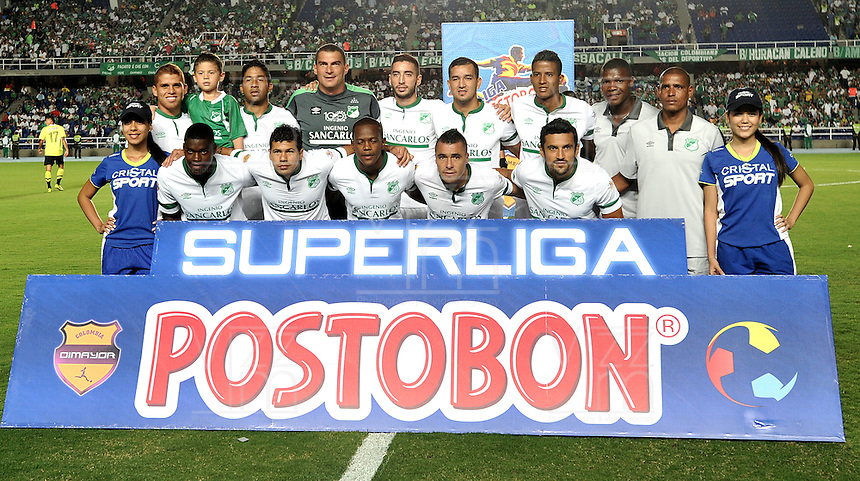 CALI- COLOMBIA -22 -01-2014: Los jugadores del Deportivo Cali posan para una foto durante del partido de ida por la Super Liga 2014, en el estadio Pascual Guerrero de la ciudad de Cali.  / The players of Atletico Nacional pose for a photo during the match between Deportivo Cali and Deportivo Cali for the first leg of the Super Liga 2014 at the Pascual Guerrero Stadium in Cali city. Photo: VizzorImage  / Luis Ramirez. / Staff