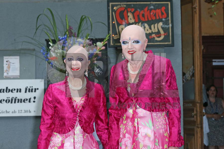 BERLIN, ALEMANHA, 20.07.2017 - KATE-WILLIAM - Eva and Adele durante visita do principe William e da duquesa de Catherine em Claerchens Ballhaus em Berlin capital da Alemanha nesta quinta-feira, 20. (Foto: Georg Wenzel/Brazil Photo Press)