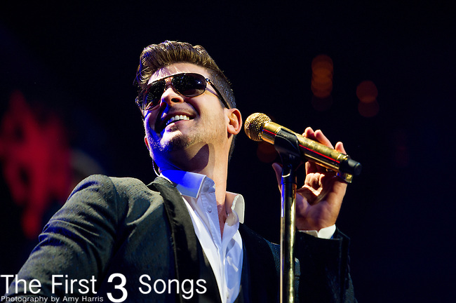 Robin Thicke performs onstage during Hot 99.5's Jingle Ball 2013 presented by Overstock.com, at the Verizon Center on December 17, 2013 in Washington, D.C.