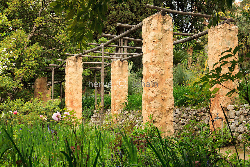 France, Alpes-Maritimes (06), Menton, jardin Serre de la Madone :.pergola.