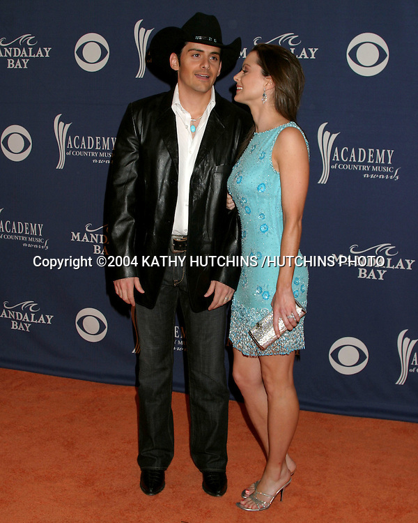 ©2004 KATHY HUTCHINS /HUTCHINS PHOTO.39TH ACADEMY OF COUNTRY MUSIC AWARDS.MAY 26, 2004.LAS VEGAS, NV..BRAD PAISLEY.KIMBERLY WILLIAMS-PAISLEY
