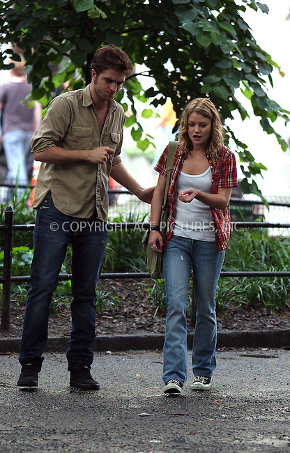 WWW.ACEPIXS.COM . . . . .  ....July 2 2009, New York City....Actors Emile De Ravin and Robert Pattinson on the Washington Square Park set of the new movie 'Remember Me' on July 2 2009 in New York City....Please byline: AJ Sokalner - ACEPIXS.COM..... *** ***..Ace Pictures, Inc:  ..tel: (212) 243 8787..e-mail: info@acepixs.com..web: http://www.acepixs.com