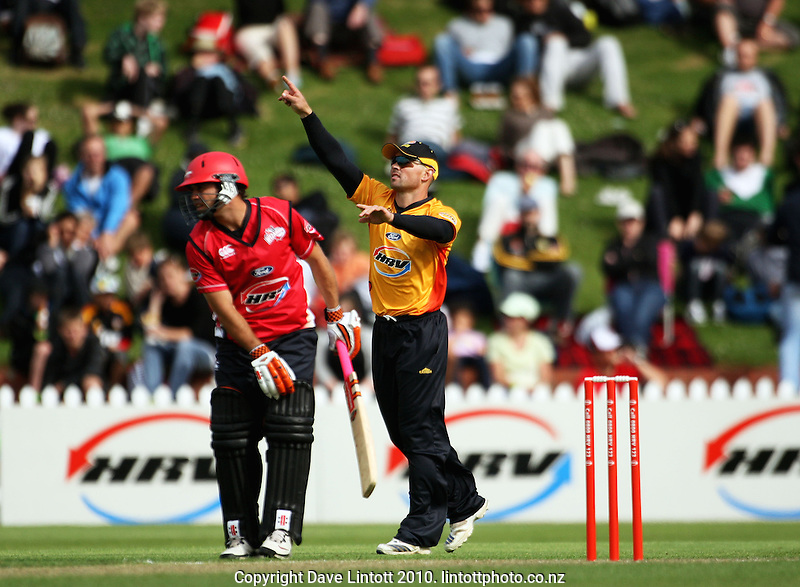 Wellington captain Matthew Bell directs his fielders during the HRV Cup Twenty20 cricket match between the Wellington Firebirds and Canterbury Wizards at Allied Nationwide Finance Basin Reserve, Wellington, New Zealand on Wednesday, 6 January 2010. Photo: Dave Lintott / lintottphoto.co.nz