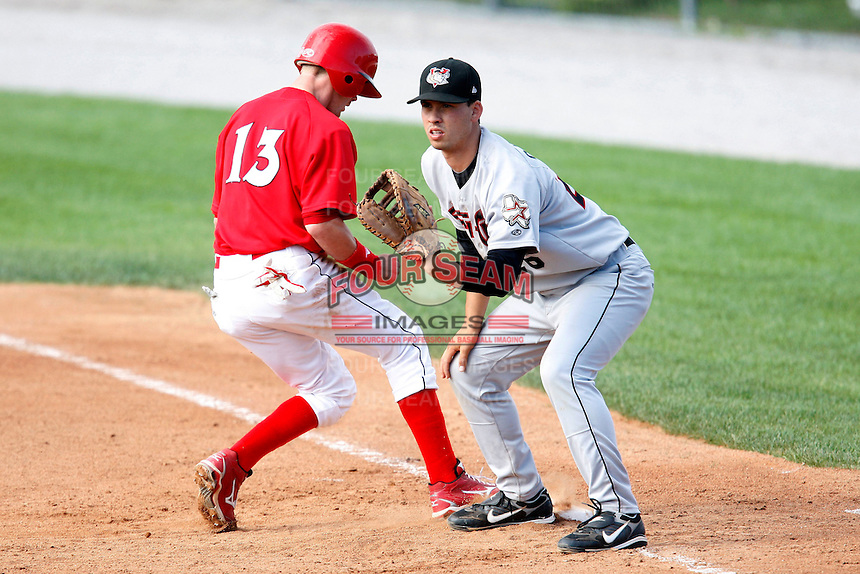 July 19, 2009:  Infielder Eric Castro of the Tri-City ValleyCats takes a throw as Ryan Jackson of the Batavia Muckdogs gets back to first during a game at Dwyer Stadium in Batavia, NY.  The ValleyCats are the Short-Season Class-A affiliate of the Houston Astros.  Photo By Mike Janes/Four Seam Images