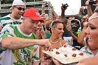 SÃO PAULO, SP, 03 DE FEVEREIRO DE 2013 - ENSAIO TÉCNICO MANCHA VERDE - Comemoração de aniversário do presidente da Mancha Verde Paulo Serdan durante ensaio técnico da Escola de Samba Mancha Verde na preparação para o Carnaval 2013. O ensaio foi realizado na noite deste domingo (03) no Sambódromo do Anhembi, zona norte da cidade. FOTO LEVI BIANCO - BRAZIL PHOTO PRESS