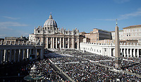 Una veduta di Piazza San Pietro durante la messa di Papa Francesco in occasione della conclusione del Giubileo della Misericordia, Citta' del Vaticano, 20 novembre 2016.<br /> A view of St. Peter's Square during the Pope Francis' Mass on the occasion of the conclusion of the Jubilee of Mercy, at the Vatican, 20 November 2016.<br /> UPDATE IMAGES PRESS/Isabella Bonotto<br /> <br /> STRICTLY ONLY FOR EDITORIAL USE