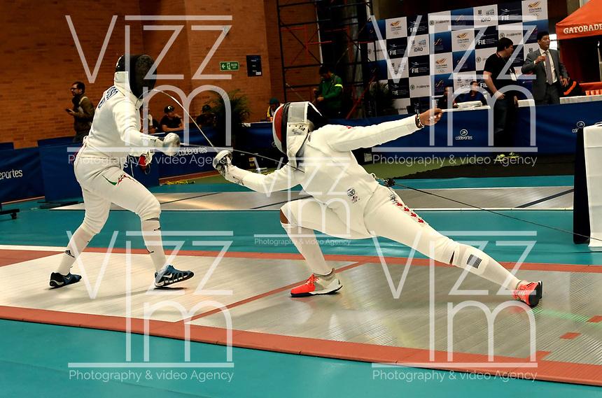 BOGOTA – COLOMBIA – 27 – 05 – 2017: Frida Reynoso (Izq.) de Mejico, combate con Malinka Montanaro (Der.) de Canada, durante Damas Mayores Epee del Gran Prix de Espada Bogota 2017, que se realiza en el Centro de Alto Rendimiento en Altura, del 26 al 28 de mayo del presente año en la ciudad de Bogota.  / Frida Reynoso (L) from Mexico, fights with Malinka Montanaro (R) from Canada, during Senior Women´s Epee of the Grand Prix of Espada Bogota 2017, that takes place in the Center of High Performance in Height, from the 26 to the 28 of May of the present year in The city of Bogota.  / Photo: VizzorImage / Luis Ramirez / Staff.