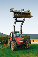 Ce tracteur supporte l'eclairage du parking