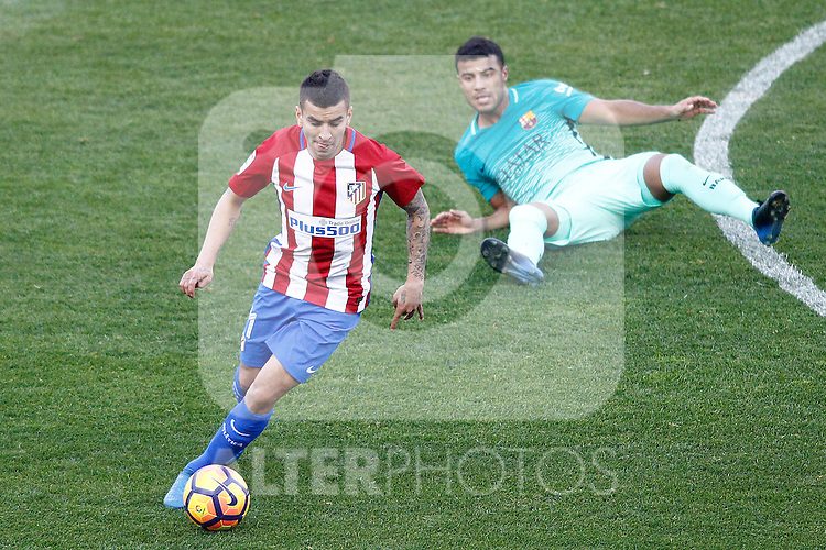 Atletico de Madrid's Angel Correa (l) and FC Barcelona's Rafinha Alcantara during La Liga match. February 26,2017. (ALTERPHOTOS/Acero)