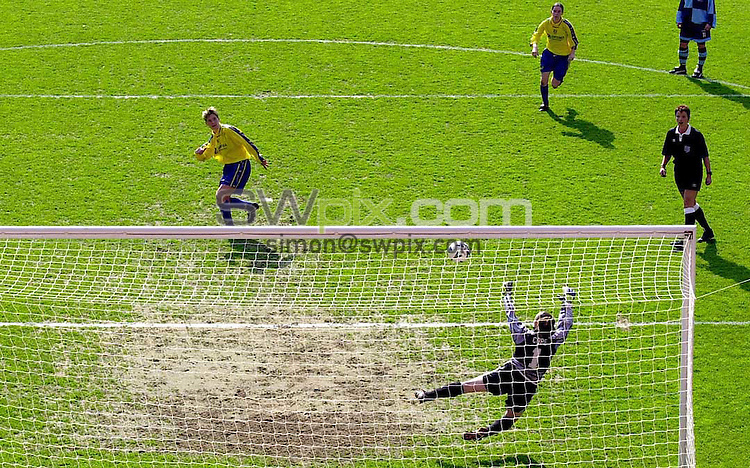 Pix: Ben Duffy/SWPIX. FA CUP FINAL for WOMEN @ Sheffield 01/05/00....Donacster Belles v Croyden..COPYWRIGHT PICTURE>>SIMON WILKINSON>>01943 436649>>..Croydens keeper Pauline Cope saves the vital penalty from Doncaster Karen Walker which would have made the score 2-1 to Doncaster.