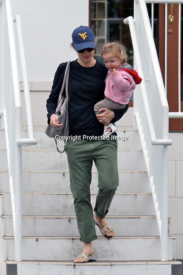 JUNE 8TH 2010..JENNIFER GARNER CARRYING HER DAUGHTER Seraphina Rose in Los Angeles. Jennifer went shopping at a store called Williams Sonoma. ..AbilityFilms@yahoo.com.805-427-3519.www.AbilityFilms.com..