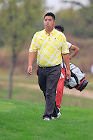Su Dong (CHN) walks to the 4th tee during Thursday's Round 1 of the 2014 BMW Masters held at Lake Malaren, Shanghai, China 30th October 2014.<br /> Picture: Eoin Clarke www.golffile.ie