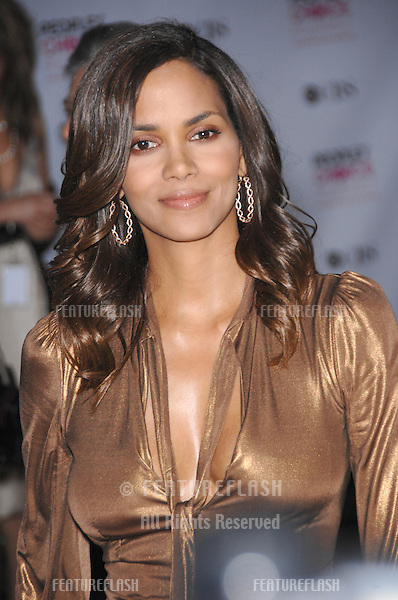 HALLE BERRY at the 33rd Annual People's Choice Awards at the Shrine Auditorium, Los Angeles..January 9, 2007 Los Angeles, CA.Picture: Paul Smith / Featureflash