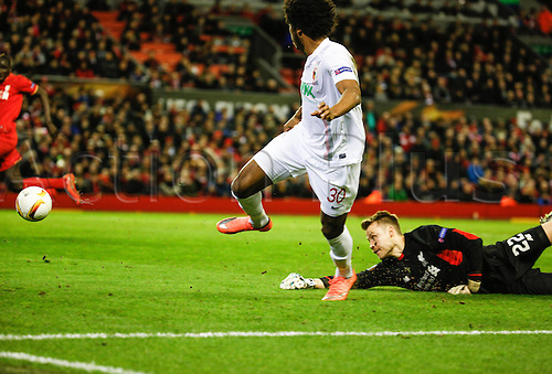 25.02.2016. Liverpool, England. UEFA Europa League game between Liverpool FC and Augsburg.  Caiuby Francisco da Silva (FC Augsburg 30) gets around Simon Mignolet (keeper Liverpool FC) but cannot get his shot on goal