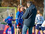 AMSTELVEEN - Pien Dicke (SCHC) wordt behandeld door fysio Dennis van der Werve voor de competitie hoofdklasse hockeywedstrijd dames, Pinoke-SCHC (1-8) . COPYRIGHT KOEN SUYK