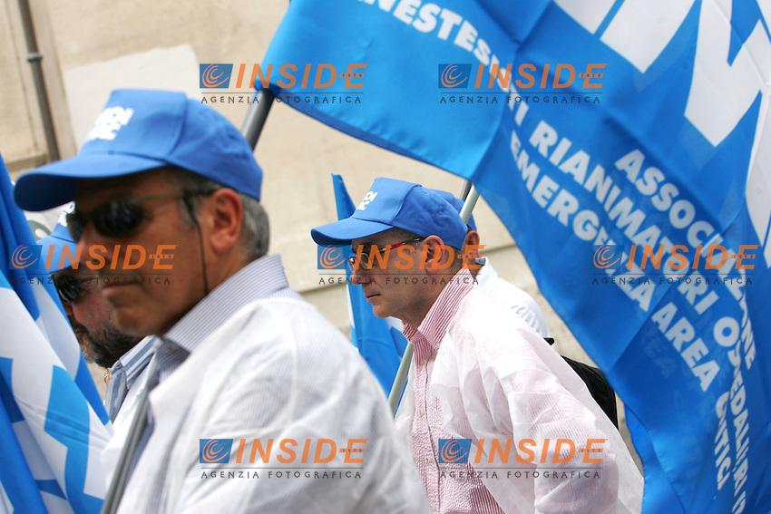 Roma 19/07/2010 Manifestazione dei sindacati medici, anestetisti e veterinari e della dirigenza del servizio sanitario nazionale che vogliono chiarezza sul blocco del turn over previsto dalla manovra finanziaria.<br /> Photo Samantha Zucchi Insidefoto