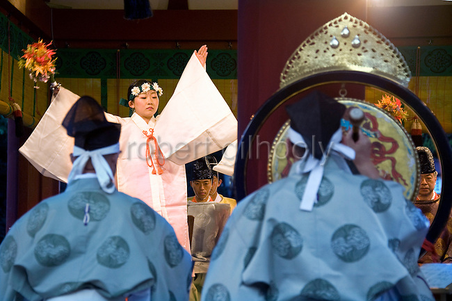 Maiko shrine attendants perform a traditional dance during a ritual held to close the third day of the 3-day Reitaisai grand festival in Kamakura, Japan on  16 Sept. 2012.  Photographer: Robert Gilhooly