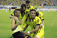 BARRANCABERMEJA -COLOMBIA, 09-08-2015.  Arley Rodriguez (Der) jugador de Alianza Petrolera celebra con sus compañeros un gol anotado a Deportivo Cali durante encuentro por la fecha 5 de la Liga Aguila II 2015 disputado en el estadio Daniel Villa Zapata de la ciudad de Barrancabermeja./ Arley Rodriguez (R) player of Alianza Petrolera celebreates with his teammates a goal scored to Deportivo Cali during match for the 5th date of the Aguila League II 2015 played at Daniel Villa Zapata stadium in Barrancebermeja city. Photo:VizzorImage / Jose Martinez / Cont