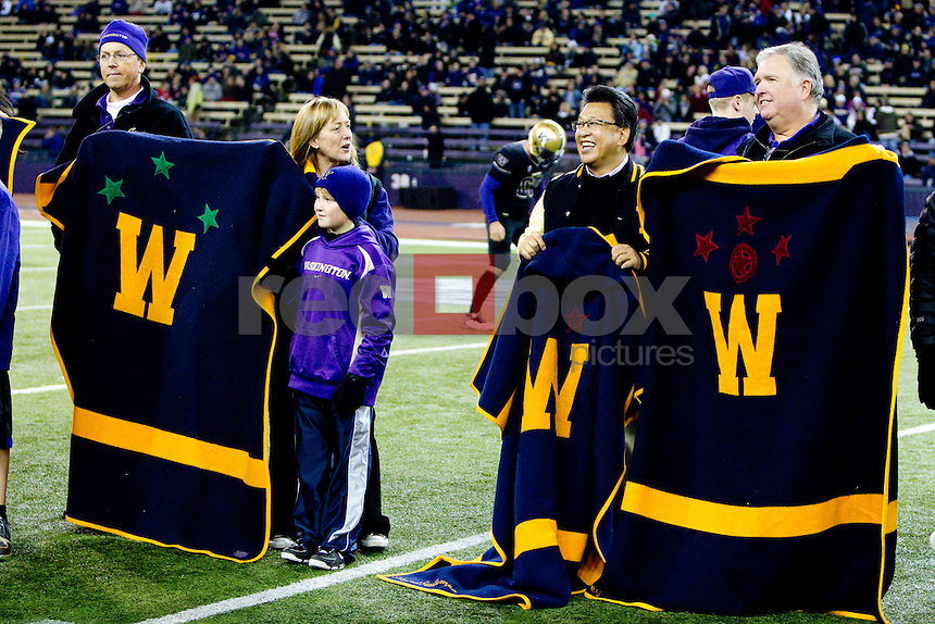 Homecoming, blankets, The University of Washington Huskies beat the University of Arizona 42-31 at Husky Stadium in Seattle, Wash. on Saturday October 29, 2011.(Photography By Scott Eklund/Red Box Pictures)